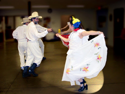 tres danzas o bailes típicos de diferentes regiones de Venezuela ...